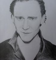 Tom Hiddleston by mesfaiblesses