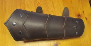 Scaled leather bracer by Durnstaros
