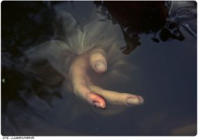 Hand in water by utu-lab