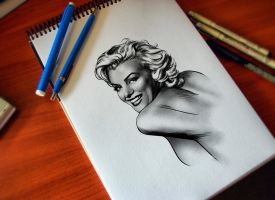 MARILYN by Valzonline