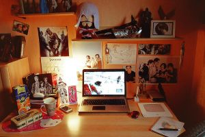 DeviantArt ID My Desk by Deshmund