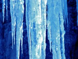 Icicles Up Close + Personal by Lil-Plunkie