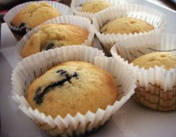 Blueberry muffins by kivrin82