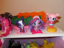 LPS toys by ScarletBlitz