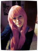 Stole Saz her wig 8D. by Cakez-chan