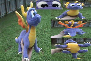 Spyro-Ultra Rare 1998 Quadruped Plush by KrazyKari