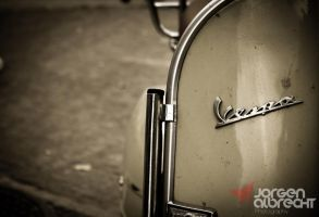 Old Vespa by iNternBe