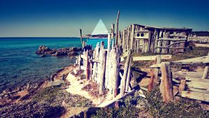 Triangle on the beach by THEJOMI