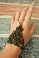 Tatted bracelet by MirachRavaia