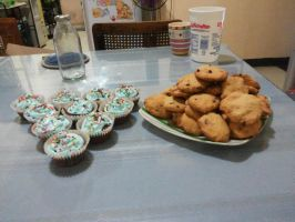 Cupcakes and Cookies by AngryBirdsStuff