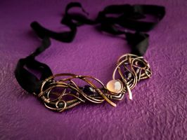 Iris wire necklace by UrsulaOT