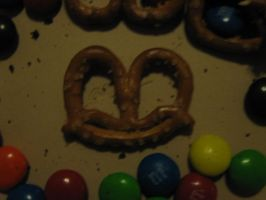Happy Pretzel by allaboutnothing