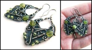 silver peridot earrings by annie-jewelry