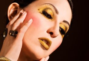 Gold Makeup. by Ryo-Says-Meow