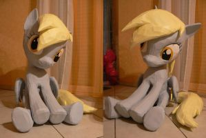 Derpy Hooves Papercraft - Queen of muffins 2 by Znegil