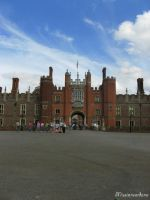 Hampton Court Palace by missionverdana