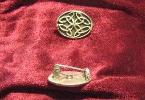 celtic brooch II by Aranglinn