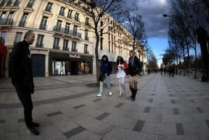 Walking on Champs Elysees I. by rdevill