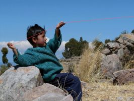 Kite-flying Taquile kiddo by jelbo