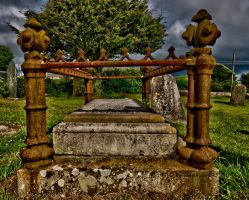 Old grave by forgottenson1