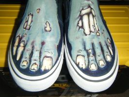 zombie feet by BRIANxDAMAGED