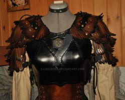 leather pauldron women by Lagueuse