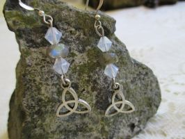 Triquetra knot earrings by Destinyfall