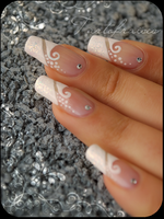 wedding manicure by Tartofraises
