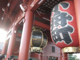Sensoji Latern by roxzci
