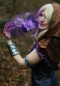 Lighting the way [Spellthief Lux] by FiepiblossomCosplay