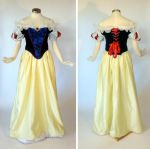 Snow White Cosplay by glimmerwood