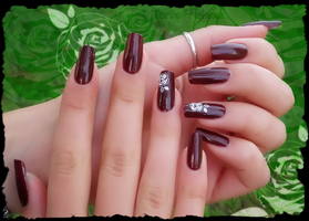 beautiful brown nail polish by Tartofraises