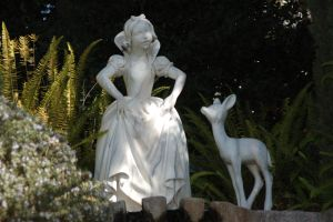 Snow White Statue by Anime-Ray