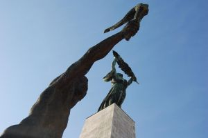 Budapest Monument by ewensimpson