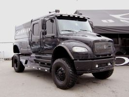 BLACK Freightliner off roader by Partywave