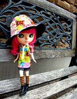 Blythe: Peaches on a day out by tawachic