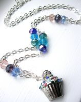 cupcake necklace by faranway