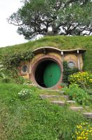 Bag End Hobbiton by Kittycatpryde