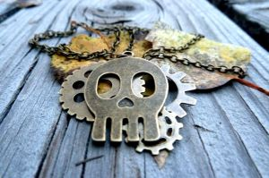 Steampunk Skull Necklace by CheleKat