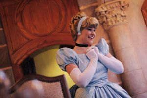Cendrillon welcomes her guests by Mlle-Dreamer