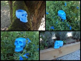 Blue skull ashtray by LaddeDadde