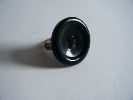 Button Ring by letmeusemyname