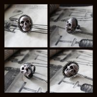 Skull ring by suzannewolf