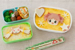 Madoka and Kyubey Bento by kawaiikakkoiisugoi