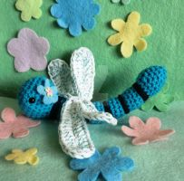 amigurumi bugs dot the dragonfly by lizduttons