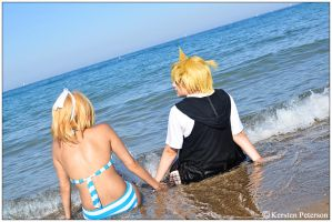 Vocaloid: Waves Wash Over Us by CosplayerWithCamera