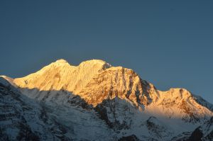 Manang - Sunrise on Gangapurna by LLukeBE