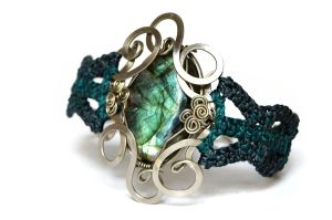 Wire Wrap and Macrame Bracelet with Labradorite by hyppiechic