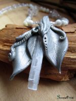 Galadriel necklace by SuvetarsWell