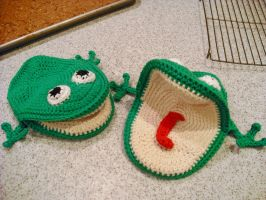 Froggy Ovenmits by SharmClucas